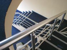 Металлические перила и ограждения в частный дом или коттедж