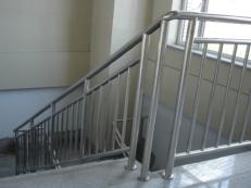 Фото ограждений в больницах и медицинских учреждениях из нержавеющей стали и алюминия