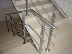 Фото ограждений для многоквартирных домов/жилого комплекса из нержавеющей стали и алюминия