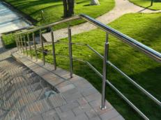 Фото перил и ограждений для парков из нержавеющей стали и алюминия