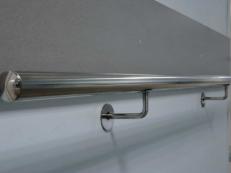 Фотография пристенного поручня для инвалидов из нержавейки возле двери